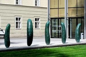 Gurken-Skulpturen von Erwin Wurm
