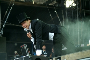 """Show mit Hut: """"The Hives"""" am Frequency."""