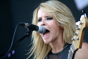 "Blickfang: Bassistin Charlotte Cooper von ""The Subways""."