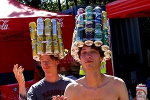 Zwei Bierdosen-Könige am Frequency-Festival.