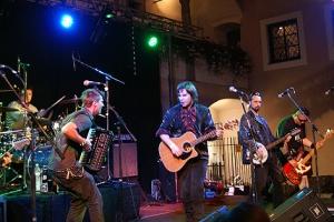 Zu Paddy and the Rats Irish-Folk-Punk tobte sich das Publikum aus.
