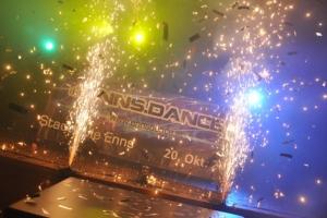 Hit-Stimmungsfeuerwerk: Spektakuläre Eröffnungsshow beim Enndance-Clubbing.
