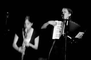 Bewegender Auftritt: Radeschnig singen Schlager-, Gstanzl-, Heavy Metal- und Musicalnummern.