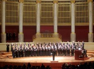 Verspielt, mit Energie und Ruhe: Heinz Ferlesch dirigierte mit viel Gefühl die Wiener Singakademie..