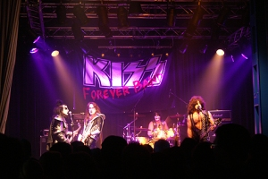Große Bühnenshow mit der Kiss Forever Band