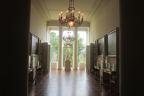 Die Inneneinrichtung des Schlosses kann sich sehen lassen. In den verschiedenen Sälen finden regelmäßig Symposien und Firmenveranstaltungen statt.