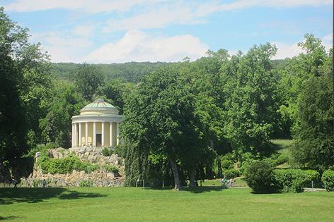 Der private Schlosspark dient in den Sommermonaten als Veranstaltungsstätte für Konzerte vor eindrucksvoller Kulisse - oder auch Hochzeiten etc..