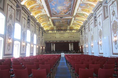 Haydnsaal     Der Haydnsaal im Schloss ist berühmt für seine einmalige Akkustik und gehört zu den schönesten Konzertsälen der Welt. Hier finden regelmäßig Festivals statt.