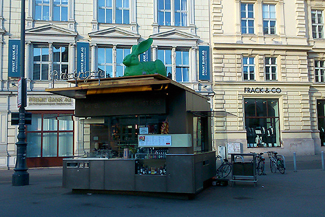 Würstelstand Bitzinger neben der Oper