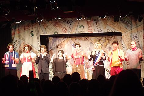 Applaus für das Kabarett-Simpl-Revue-Ensemble