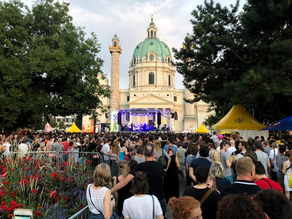 Hier spielt gerade Kreisky am Popfest, die Band von Austrofred.