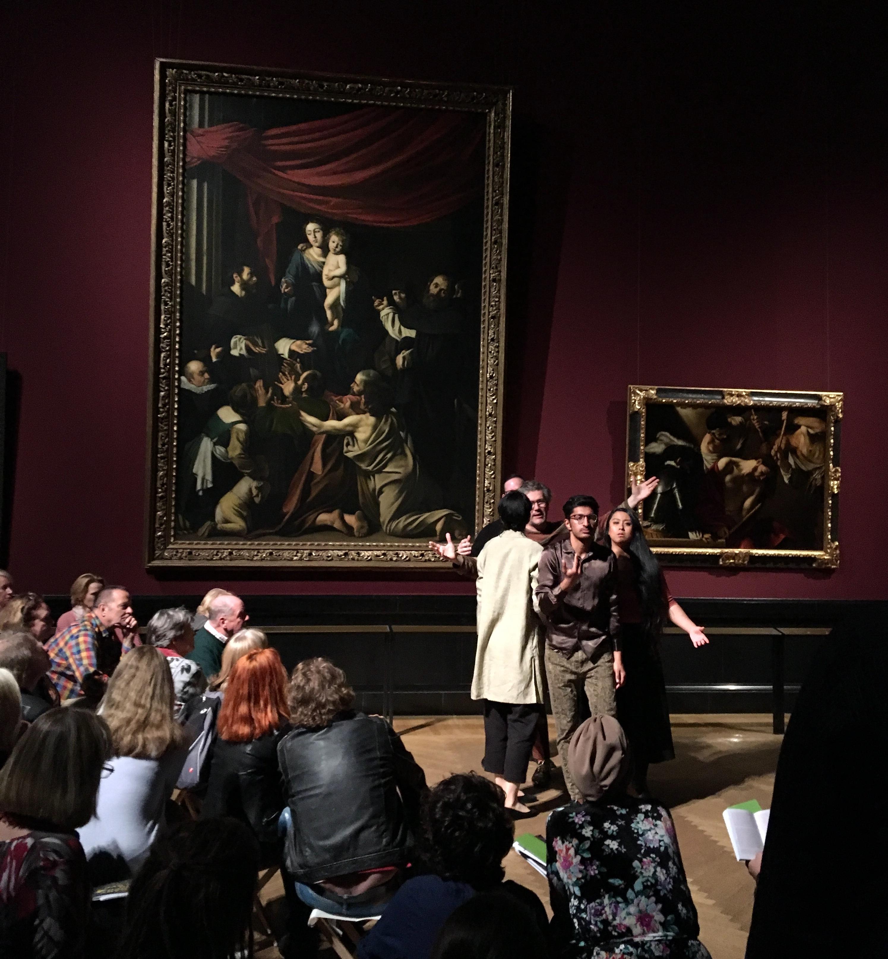 Performance vor Caravaggios Rosenkranzmadonna